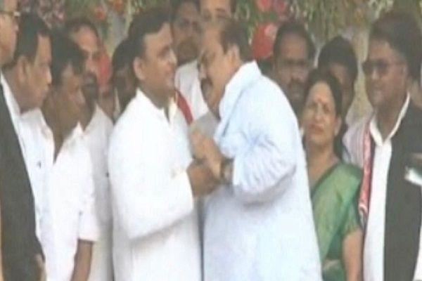 SPs new push politics - Allahabad News in Hindi
