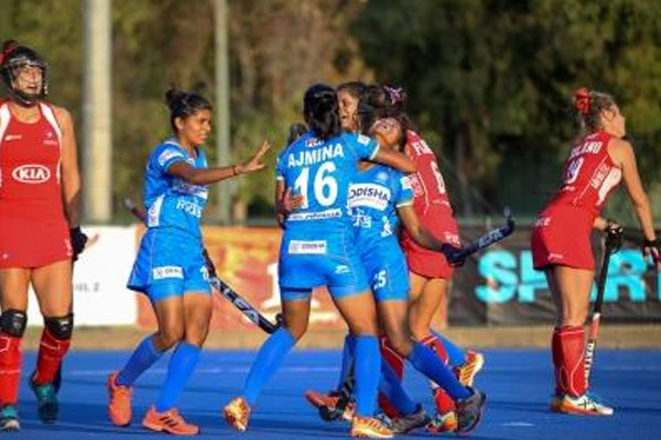 Women Hockey: India junior team beat Chilean seniors 2-1 - Football News in Hindi