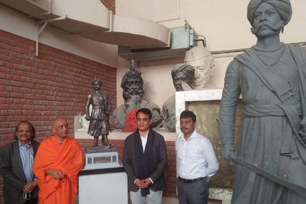 Work on 108-feet tall Kempe Gowda bronze statue in full swing at NOIDA - Noida News in Hindi