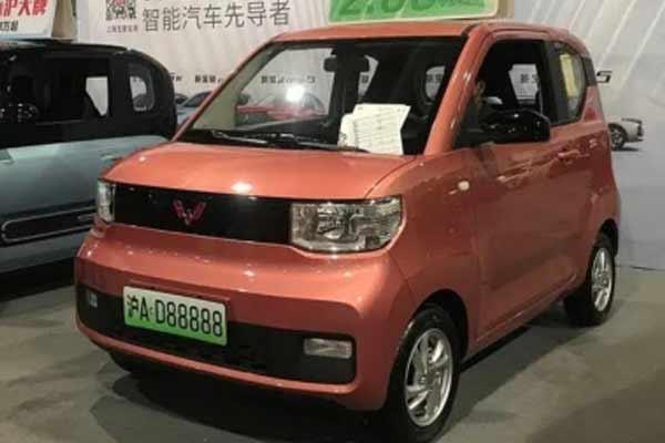 वुलिंग होन्गगुआंग मिनी ईवी ने टेस्ला के मॉडल 3 को दी मात