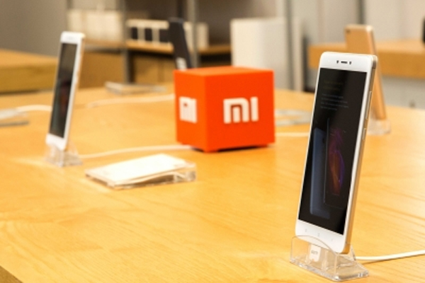 Xiaomi patents phone design with under-display flip camera - Gadgets News in Hindi