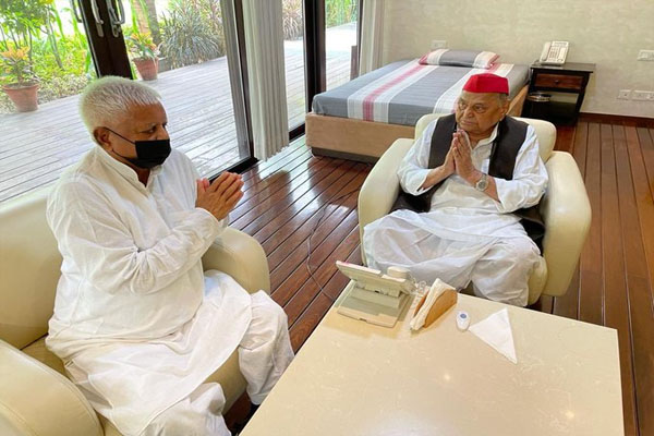 Lalu Prasad Yadav meets Mulayam Singh Yadav - Lucknow News in Hindi