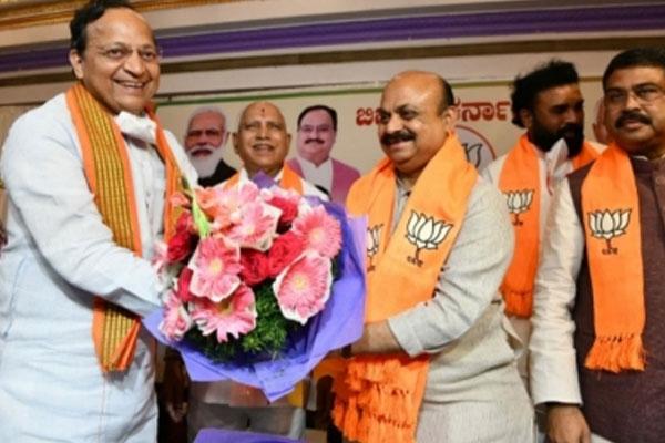 New Karnataka CM Bommai to take guidance from Yediyurappa - Bengaluru News in Hindi