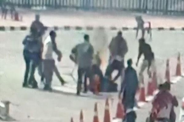 Man attempts immolation outside lok bhawan - Kannauj News in Hindi