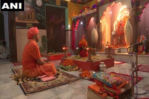 गोरखनाथ मंदिर के शक्तिपीठ में मुख्यमंत्री योगी ने की देवी की उपासना