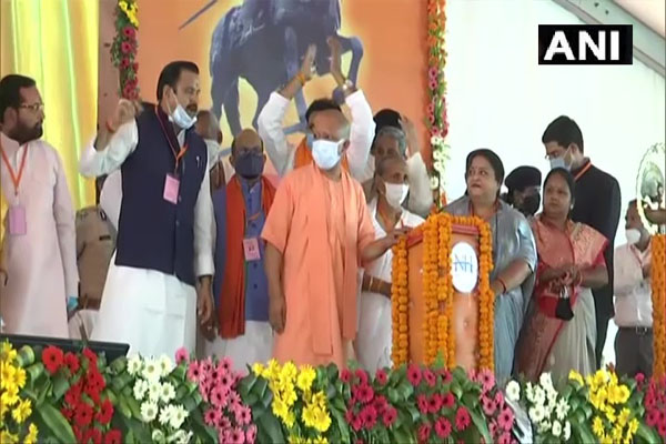 CM Yogi inaugurated and laid foundation stone of various development projects in Bahraich, see photos - Bahraich News in Hindi