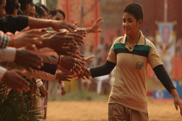 Dangal star Zaira Wasim quits films : My relationship with my religion was threatened - Bollywood News in Hindi