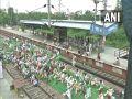 भारत बंद, पंजाब, हरियाणा, रेल और बसों का परिचालन नहीं, बस स्टैंडों पर यात्री परेशान, देखें तस्वीरें