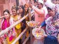 Muslim community showered flowers on Shiva devotees in Kashi, presented example of Ganga-Jamuni Tehzeeb