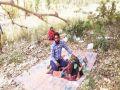 अंधविश्वास के चलते यूपी में कोरोना मरीज पीपल के पेड़ के नीचे जुटे