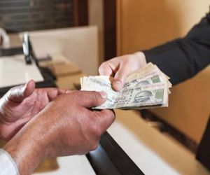 Do not lend money even on this day, otherwise the problem of financial crisis may arise in the house. - Hindi News Portal