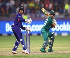 टी20 विश्व कप : बाबर आजम- मोहम्मद रिजवान ने ठोकी फिफ्टी, PAK ने भारत को 10 विकेट से हराया