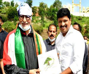 Amitabh Bachchan takes part in Green India Challenge - Hindi News
