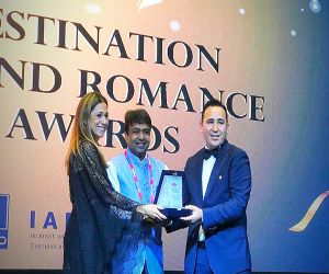 Arshad Hussain honored with Star of the Country award at Destination Wedding & Adventure Travel Industry Conference - Hindi News