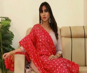Arshi Khan worries about protesting farmers amid Covid spike - Hindi News