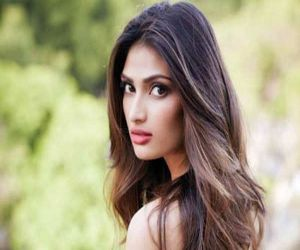 Athiya Shetty on Covid situation: Roses are red, April is grey - Hindi News