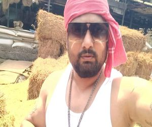 Bhojpuri rapper Hiteshwar said CHALA GAON KI OR, released viral - Hindi News