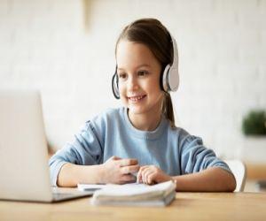 Headphones, earbuds can affect children hearing - Hindi News