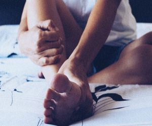 You can get rid of foot pain with these easy yoga poses - Hindi News