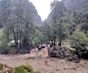 हिमाचल प्रदेश में आई बाढ़ में 9 की मौत, 7 लापता
