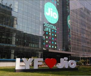 Jio comes up with special initiatives for JioPhone users amid pandemic - Hindi News Portal
