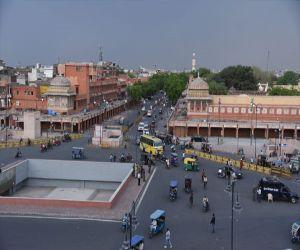 राजस्थान में शुक्रवार से कर्फ्यू लागू, देखें गुलाबी नगर की तस्वीरें