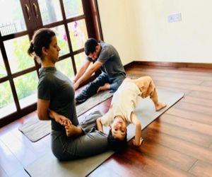 Kangana recalls how yoga helped sister Rangoli recover after acid attack - Hindi News
