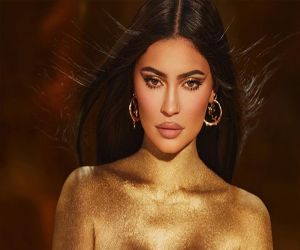 Kylie Jenner shimmers in gold dust body painted photo - Hindi News