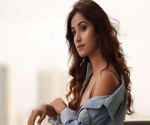 It is on TV actress Maera Mishra taking part in daily soap Bhagya Lakshmi - Hindi News