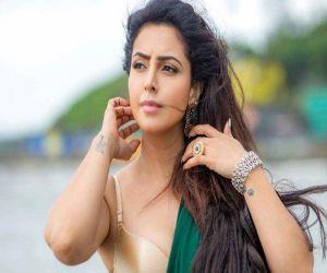 Nandini Rai reveals why co-star Vikas slapped her hard! - Hindi News