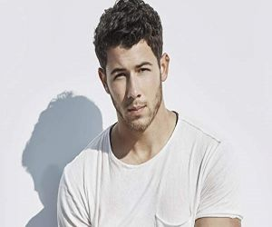 Nick Jonas back home from hospital after being injured on set - Hindi News