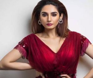 Ragini Dwivedi breaks down during interaction with fans - Hindi News