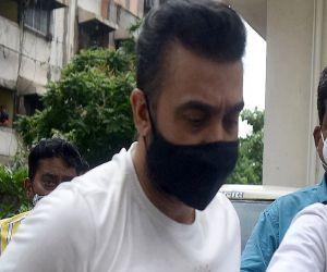 Raj Kundra and his IT chief Ryan Thorp will remain in police custody till July 27 - Hindi News Portal