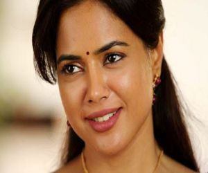 Covid positive Sameera Reddy shares family health update - Hindi News Portal