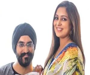 Singer Harshdeep Kaur, husband welcome Junior Singh - Hindi News