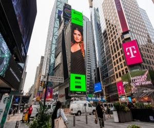 Sona Mohapatra is the first Indian independent musician to make it to the Times Square billboard - Hindi News