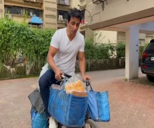 Sonu Sood sells eggs, bread from Sonu Sood ki Supermarket on a cycle - Hindi News