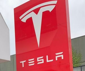 Tesla expected to reach 1.3 mn deliveries in 2022: Report - Hindi News Portal