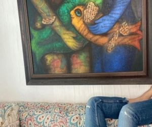 Twinkle Khanna gives glimpse of her upside down world - Hindi News