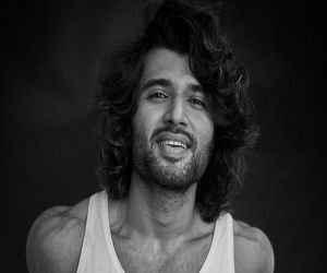 Vijay Deverakonda teases fans: Just me in a tank top - Hindi News