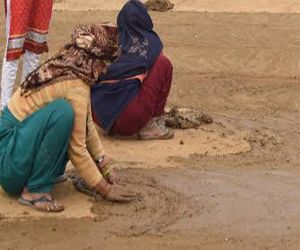 Why is it smeared with cow dung to sanctify the place - Hindi News