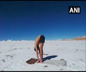 Surya Namaskar in a temperature below zero degrees at an altitude of 18,000 feet - Hindi News